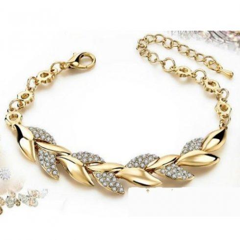 Leveles, kristályokkal díszített karkötő, arany színben