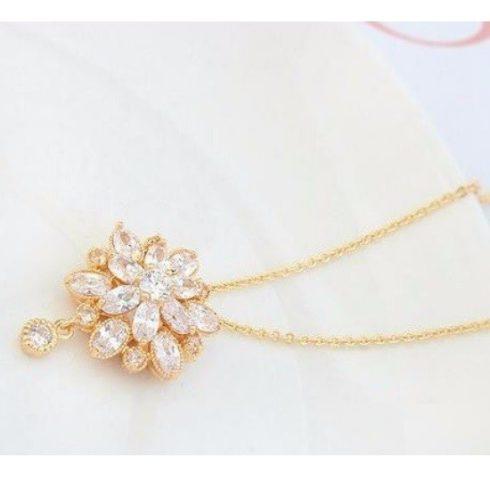 Luxus virág alakú ékszer szett, Pezsgő Arany