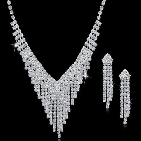 V-alakú fülbevaló és nyaklánc szett, ezüst színben