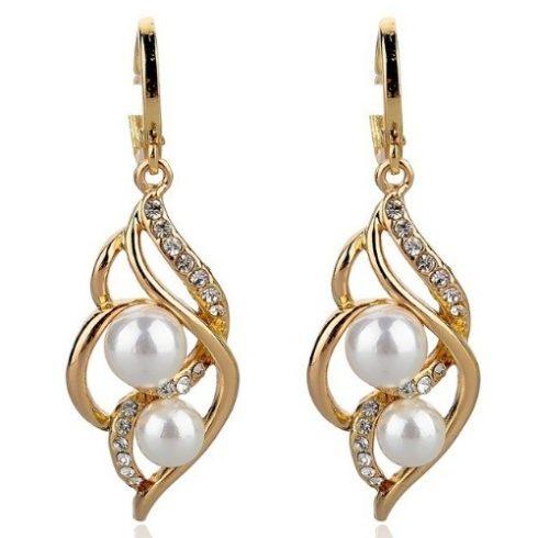 Fehér gyöngyös függő fülbevaló, aranyszínű