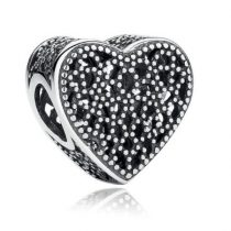 Ezüst szív medál cirkonkövekkel