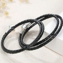 Fonott karkötő, bőr, fekete, ezüst kapoccsal, 40 cm