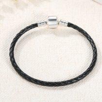 Fonott karkötő, bőr, fekete, ezüst kapoccsal, 20 cm