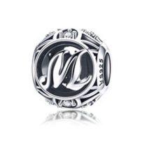 Ezüst M betű medál kristályokkal