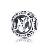 Ezüst N betű medál kristályokkal