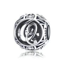 Ezüst Q betű medál kristályokkal