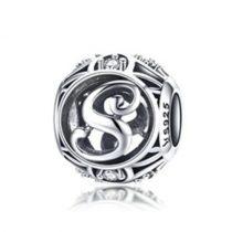 Ezüst S betű medál kristályokkal