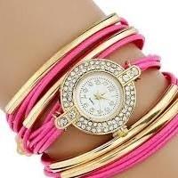 Strasszal díszített, fonott hatású női karkötő-óra, pink
