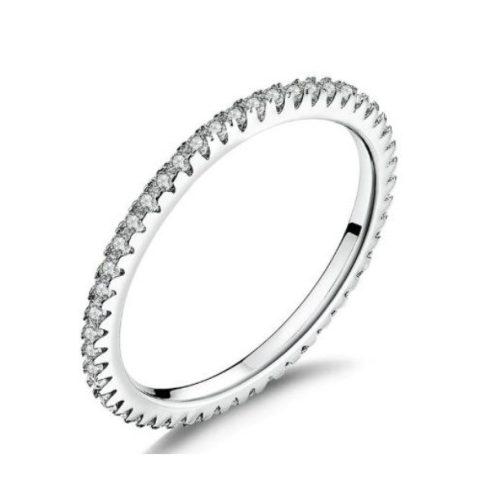 Ezüst gyűrű, körben kristálykövekkel díszítve, 8-as méret