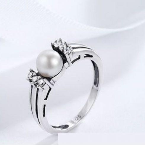 Ezüst gyűrű strasszal és gyönggyel, 8-as méret (Pandora stílus)