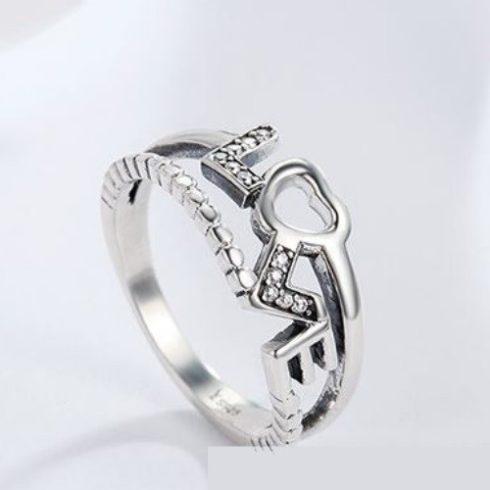 Ezüst gyűrű LOVE motívummal, 8-as méret