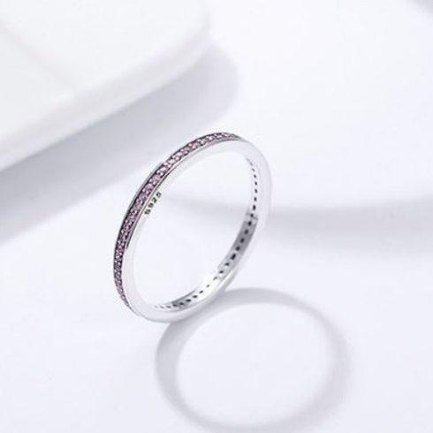 Ezüst gyűrű kristályokkal, lila, 8-as méret (Pandora stílus)
