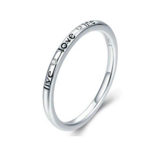 Ezüst gyűrű felirattal és kristálykövekkel, 8-as méret
