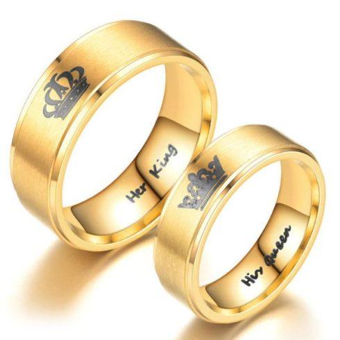"""Nemesacél férfi karikagyűrű, """"Her King"""" felirattal, arany színű, 9-es méret"""