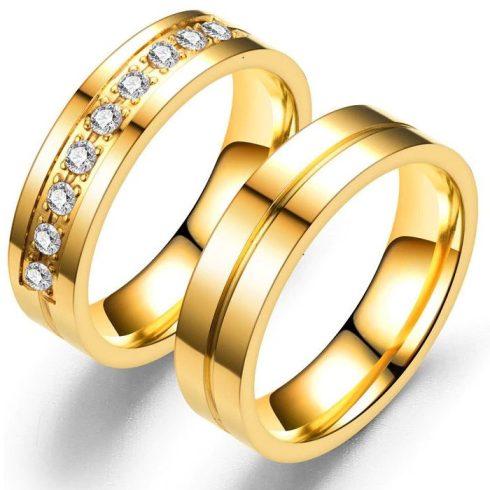 Nemesacél férfi karikagyűrű vésett csíkkal, arany, 11-es méret