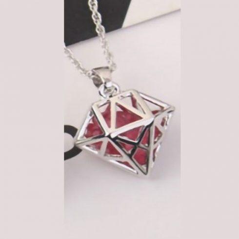 Nyaklánc gyémántkristály alakú medállal, cseh kristállyal, rózsaszín