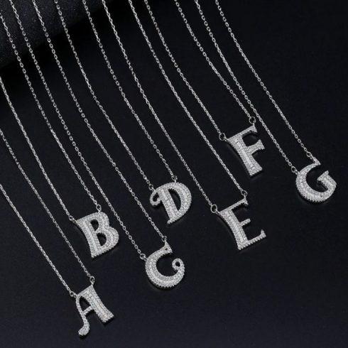 Ezüst nyaklánc betű medállal, D